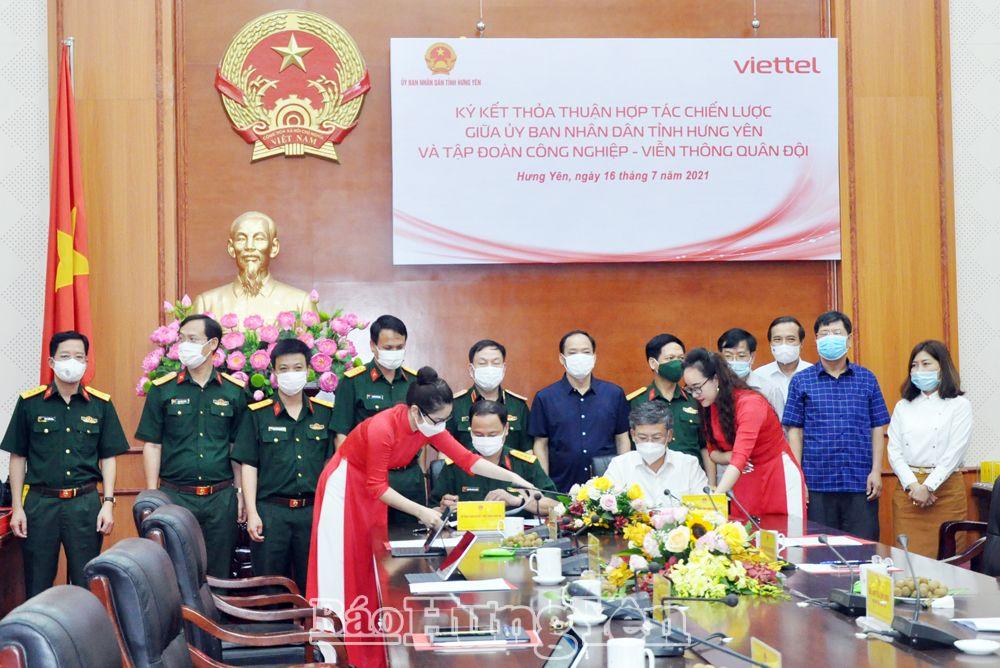 Ký kết hợp tác giữa UBND tỉnh và Tập đoàn Công nghiệp - Viễn thông quân đội Viettel